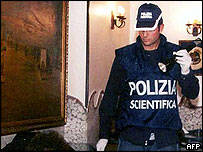 Police officer at the scene of pizzeria shooting in Naples