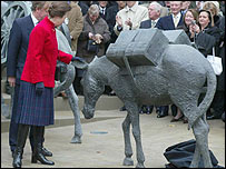 Princess Anne unveiling the sculpture