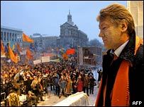 Viktor Yushchenko addresses supporters in Kiev's Independence Square