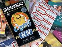 Distribución de condones en China (ONUSIDA P. Virot)