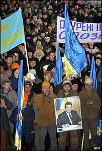 Yanukovych supporters at a Donetsk metal factory