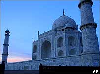 Taj Mahal at sundown (archive picture)