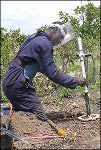 An Angolan landminer