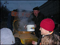 Food is given to demonstrators free of charge in the Khreshchatyk