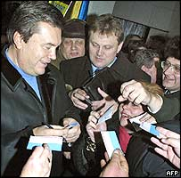 Viktor Yanukovych signs autographs for supporters
