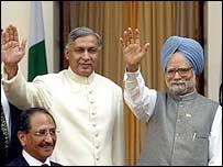Premiers Shaukat Aziz of Pakistan and Manmohan Singh of India meet in Delhi