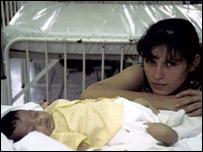 Madre con su hijo (FOTO: OPS)