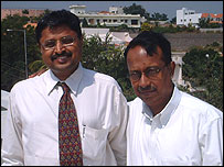 Naren Ayyar, Managing Director of Globarena (right)