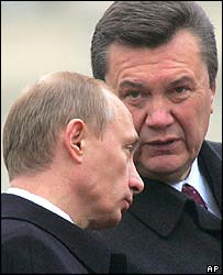 Vladimir Putin and Ukrainian Prime Minister Viktor Yanukovych