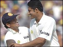 Tendulkar and Kumble celbrate wicket number 434