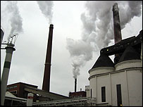 Tervasaari's chimneys producing water vapour
