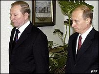 Ukraine's outgoing President Leonid Kuchma and Russian President Vladimir Putin