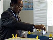 Joaquim Chissano votes