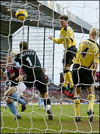 Liverpool's Harry Kewell heads past Aston Villa's Thomas Sorensen