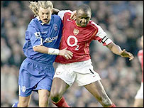 Robbie Savage and Patrick Vieira battle for possession