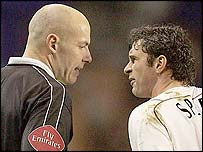 Bolton's Gary Speed confronts referee Howard Webb