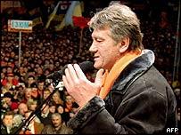 Ukraine's opposition leader Viktor Yushchenko addresses a rally in Kiev
