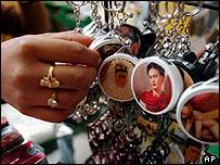 Llaveros con la imagen de Frida Kahlo.