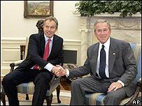El primer ministro británico Tony Blair y el Presidente George W Bush, en la Casa Blanca