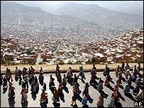 Miles de campesinos marchan hacia La Paz
