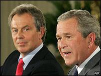 Tony Blair (izq.), primer ministro del Reino Unido, y George W. Bush, presidente de EE.UU.