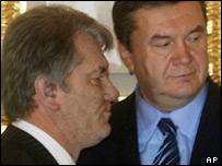 Opposition leader Viktor Yushchenko (left) and Prime Minister Viktor Yanukovych