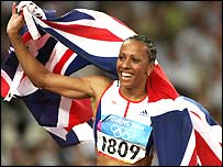 Kelly Holmes celebrates victory in Athens