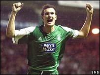 Ian Murray celebrates a goal for Hibs