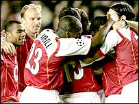 Arsenal players congratulate Jose Reyes on his goal