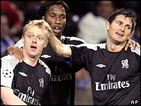 Damien Duff is congratulated by Didier Drogba and Frank Lampard
