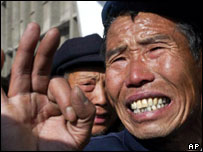 An elderly miner awaits news of his son-in-law at the Chenjiashan disaster