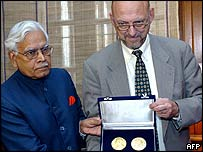 Natwar Singh (L) and Hans Dahlgren