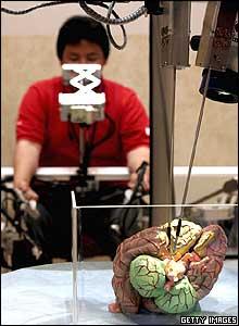 Imagen de un robot prototipo de la exposici�n mundial en Jap�n.