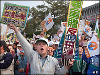 Supporters of the Taiwan Solidarity Union party cheer during a campaign rally for the upcoming legislative elections, Dec 5th