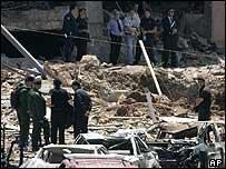 UN inspectors visit the site of the bomb attack in Beirut that killed Rafik Hariri