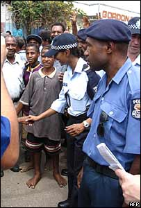 An Assisting Australian Police (APP) officer (2nd R) joins her Papua New Guinean counterpart (R)  in Port Moresby