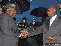 President Museveni (right) and Zambia's President Levy Mwanawasa marking the 10th anniversary of the Common Market for Eastern and Southern Africa