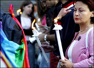 Italians holding candles at a vigil to demand Cantoni's release.