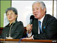 Shigeru Yokota (R), father of kidnapped Megumi Yokota, with his wife Sakie in Tokyo