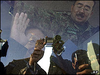 Japan's defence chief Yoshinori Ono arrives in Samawah, 250 kilometres (150 miles) south of Baghdad, 05 December 2004Japan's defence chief Yoshinori Ono arrives in Samawah, 250 kilometres (150 miles)