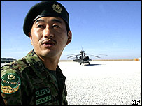 A Japanese soldier is seen during the visit of Japan's defence chief Yoshinori Ono at the Japanese troops base in Samawa, 250 kilometres (150 miles) south of Baghdad 05 December 2004