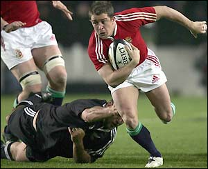 Shane Williams' wing is targeted early on by the Maori