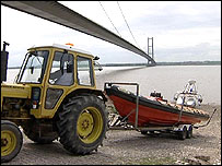 Humber rescue boat being towed ashore