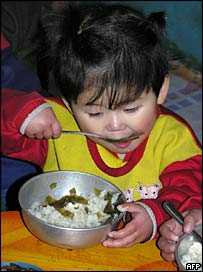 North Korean child eating lunch