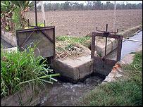 Dams for water distribution at Chancay-Huaral Valley, in Peru (photo: huaral.org)