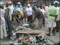 Clearing rubbish in Lagos