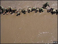 Soldiers search for bodies along a river in Shalan - 13/6/05