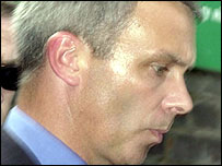 Insp Neil Sharman leaving the inquest in June 2002