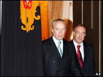 Portuguese Prime Minister Santana Lopes (l) and President Jorge Sampaio