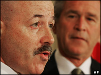 Bernard Kerik (left) with President Bush (right)